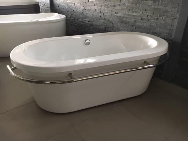 Baignoire ilot salle de bain trapani baignoire ilot - Baignoire contemporaine ...